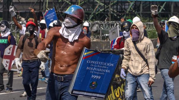 En una nueva jornada de protestas en Venezuela, Miguel Castillo Bracho se convirtió en la víctima número 50 desde el inicio de las manifestaciones contra el Gobierno de Nicolás Maduro.
