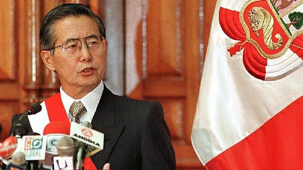 Alberto Fujimori gobernó el país entre 1990 y 2000. Tras renunciar en medio de acusaciones por corrupción, estuvo en Japón hasta el 2005, cuando viajó a Chile y fue detenido. Dos años después, fue extraditado a Perú y en el 2009 se le condenó a 25 años de cárcel.