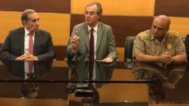El ministro del Interior, Carlos Basombrío, anunció la medida.