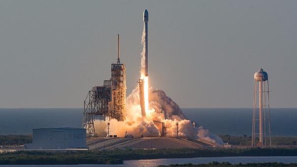 El cohete emprende su trayectoria gracias al nitrógeno líquido que lleva