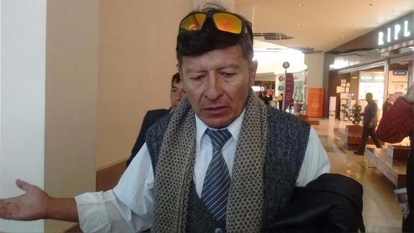 Hernán Sumarriva, presidente del FREDUJ lideró la protesta en mall Real Plaza.