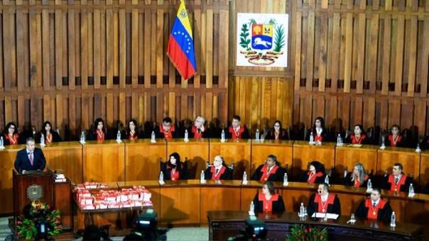 Impone sanciones a ocho magistrados del Tribunal venezolano