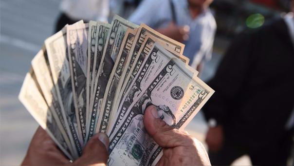 La moneda en los últimos 12 meses el dólar se ha depreciado en 2.30 por ciento.