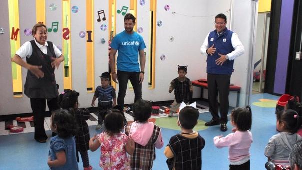 El cantante español recorrió un Centro Asistencial de Desarrollo Infantil de México y pudo conocer la realidad de decenas de niños.