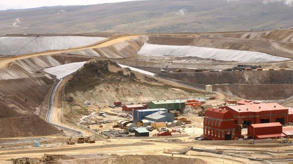 La extensión de las concesiones mineras abarca 4,050 hectáreas contenidas en 18 derechos mineros en la zona.