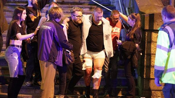 Las primeras imágenes muestran heridos saliendo del concierto.
