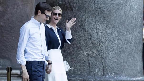 La hija y asistente del presidente de EE.UU., Donald Trump, Ivanka Trump, y su esposo, el consejero de la Casa Blanca, Jared Kushner, vsita el Panteón en el centro de Roma.