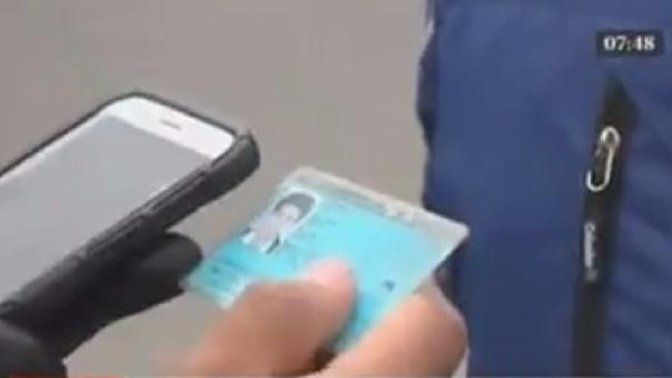 La policía inició la revisión de celulares para detectar si son robados.