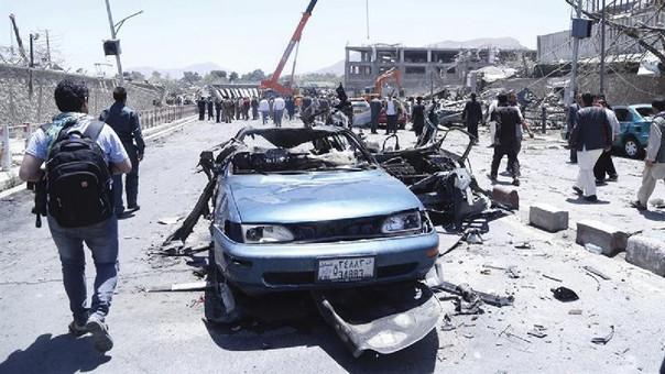 El pasado domingo los talibanes cometieron un atentado con coche bomba en una parada de autobús en Khost, causando 13 muertos y 8 heridos, en su mayoría militares, en el primer día del ramadán.