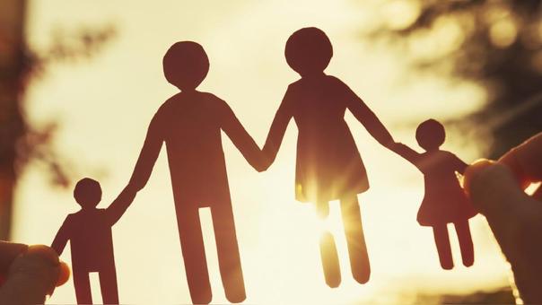 La forma de establecer los apellidos de los hijos cambiará en España, cuyo sistema es la base del que se usa en nuestro país.