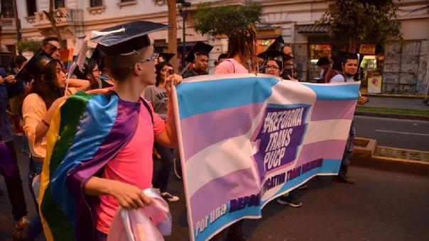 La PUCP se convierte en la primera universidad peruana en aprobar una norma que permite a las personas trans ser tratadas por su nombre social.