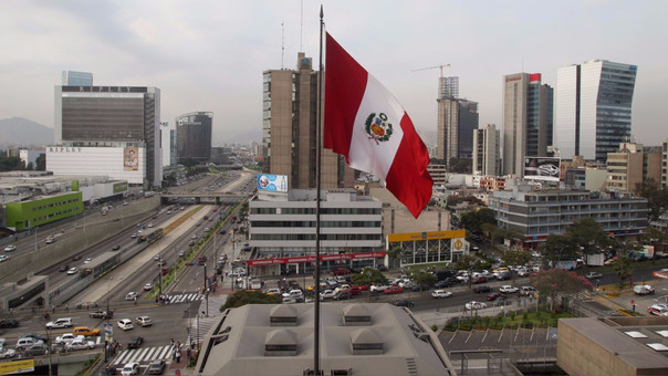 El Gobierno espera que la economía local se expanda este año un 3 por ciento, por la paralización de grandes obras debido al escándalo de Odebrecht y El Niño.