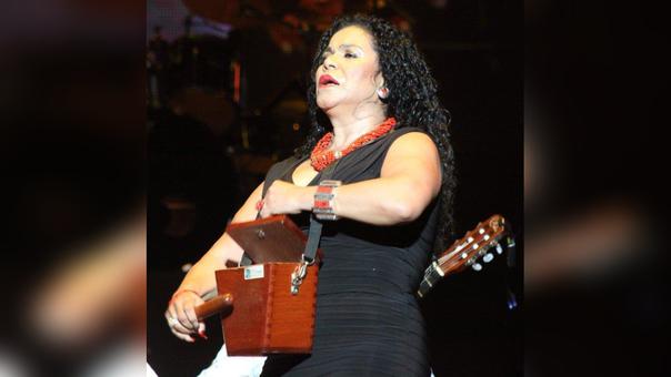 Eva Ayllón presenta su versión criolla del tema