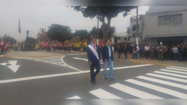 El gobernador Luis Valdez y a su izquierda, el director de la Autoridad Nacional para la Reconstrucción con Cambios, Pablo de la Flor.