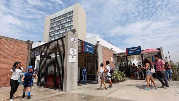 Este año, la Pontificia Universidad Católica del Perú celebró 100 años de fundación. Esta es la universidad privada más antigua del Perú.