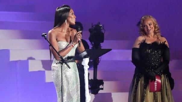 Naomi Campbell fue la encargada de dar la declaración del cantante Elton John, padrino de la fundación.