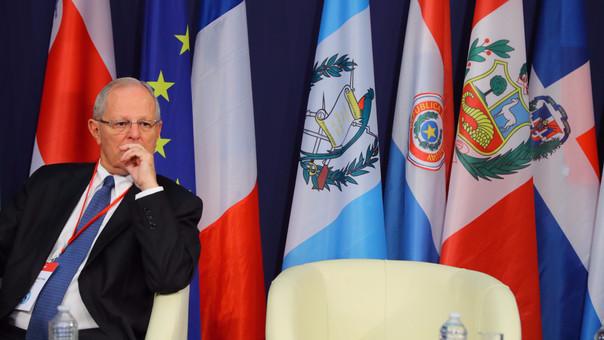 Kuczynski pide actuar en Venezuela para evitar