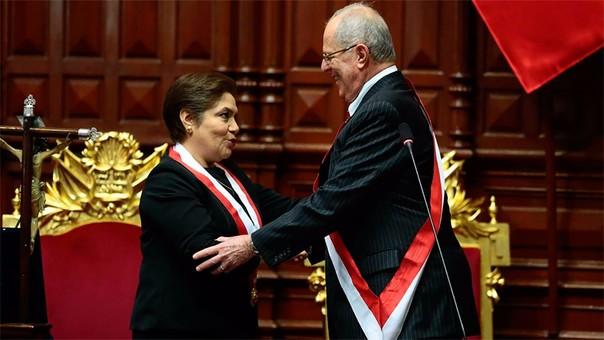 Pedro Pablo Kuczynski junto a Luz Salgado, presidente del Congreso.