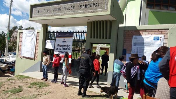 Colegio Juan Valer Sandoval fue uno de los centros de votación en Chiara.