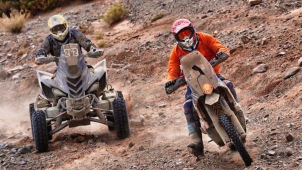 En la competencia participan motos, cuatrimotos, autos y camiones.