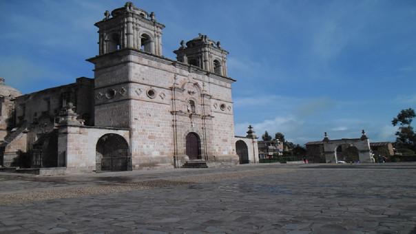 Roban más de 16 piezas de plata del templo de Santo Tomas Chumbivilcas.