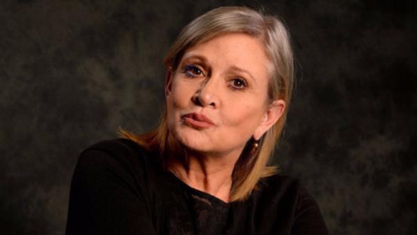 La popular actriz se encontraba en la gira promocional de su nuevo libro The Princess Diarist, cuando falleció.