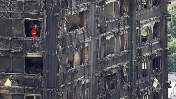 Las autoridades británicas siguen lidiando con las consecuencias del incendio.
