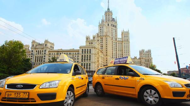 El periodista tomó el taxi para que lo lleve desde el aeropuerto hasta su hotel en Moscú.