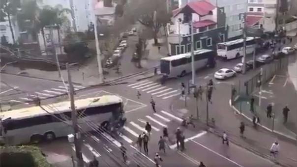 Pelea entre hinchas del Corinthians y Coritiba terminó con siete heridos