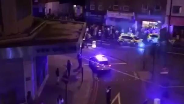 Otra vez Londres: una camioneta atropelló a fieles musulmanes