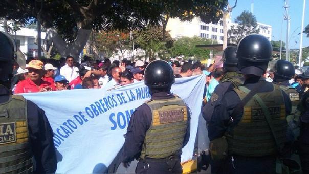 Obreros protestan