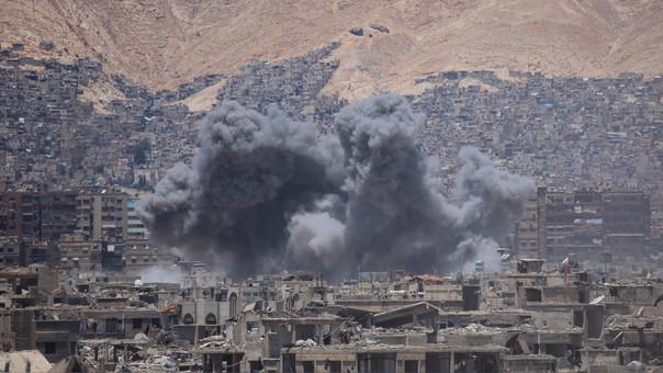 Los bombardeos entre ambos bandos son una escena diaria en Siria.