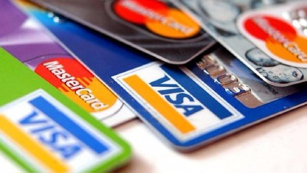 En el Perú, según Asbnanc, la tasa de interés promedio de las tarjetas de crédito cerró en 45.39% en diciembre del 2016.