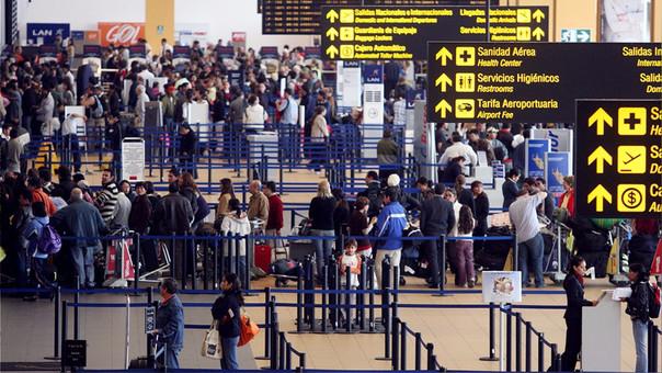 Puedes acudir a la oficina del Indecopi ubicada en el Aeropuerto Internacional Jorge Chávez que atiende los 365 días del año, las 24 horas del día, y cuyos números telefónicos son: 517 1835 y 517 1845.