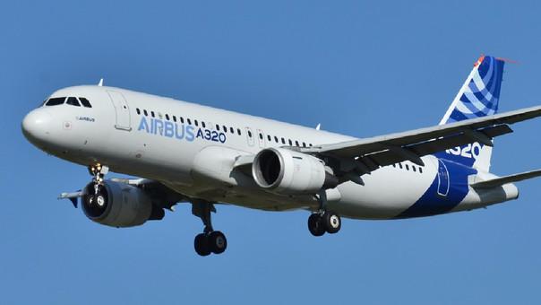 Los aviones de Airbus de la serie A320 son de un solo pasillo y tienen capacidad para 180 pasajeros.