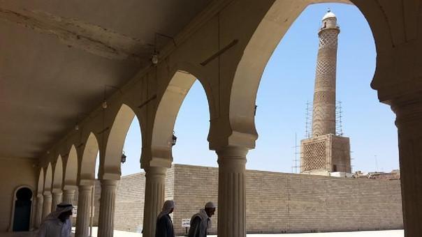 En la explosión destruyó la famosa torre inclinada de la mezquita, una de las postales más famosas de Mosul.