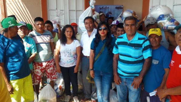 Kits de alimentos para pescadores que limpiaron las playas