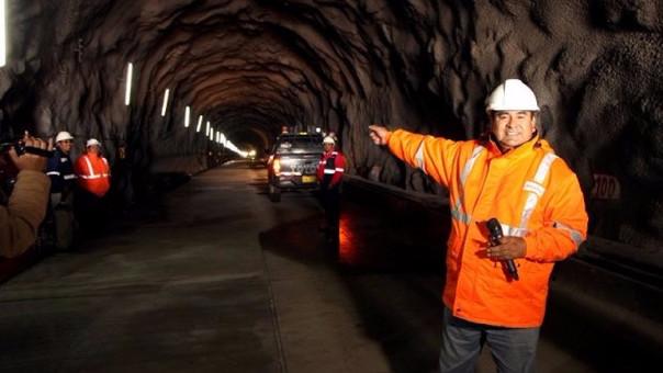 César Álvarez presenta los avances de la construcción de la carretera Carhuaz - Chacas - Sa Luis.