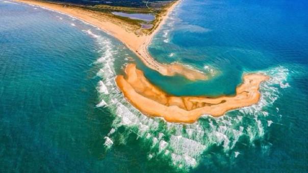 La nueva isla frente a las costas de Carolina del Norte, Estados Unidos tiene hasta 16 km.