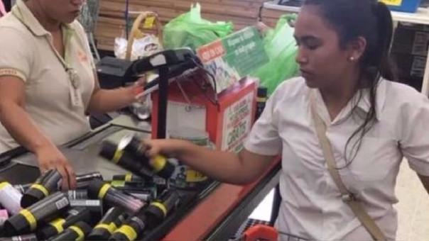 Por menos de 10 soles (al cambio) un hombre se llevó más de 200 desodorantes.