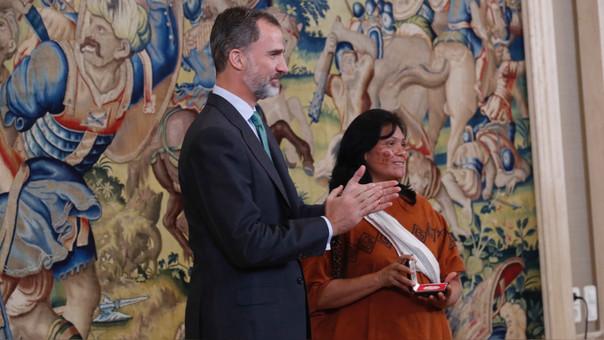 Ruth Buendía junto al Rey de España.