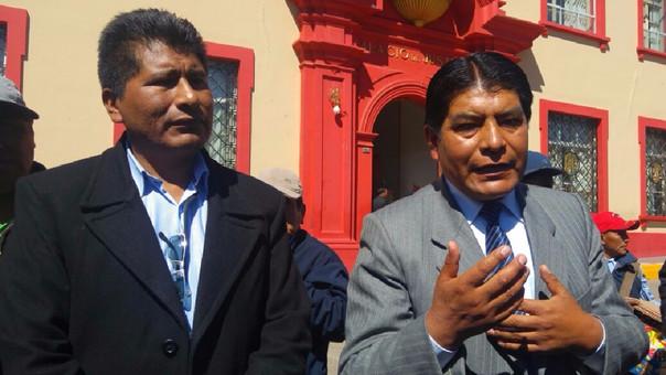 Sentenciado exdirigente Walter Aduviri Calisaya y su abogado, Martín Ticona.