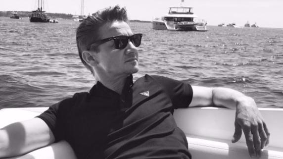 Jeremy Renner se quebró ambos brazos filmando la nueva