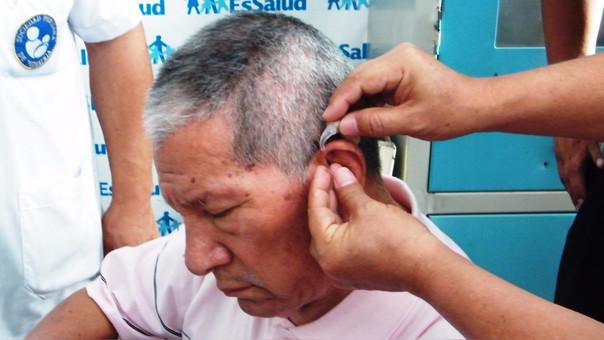 Limpiarse los oídos con hisopos es muy riesgoso para la salud.