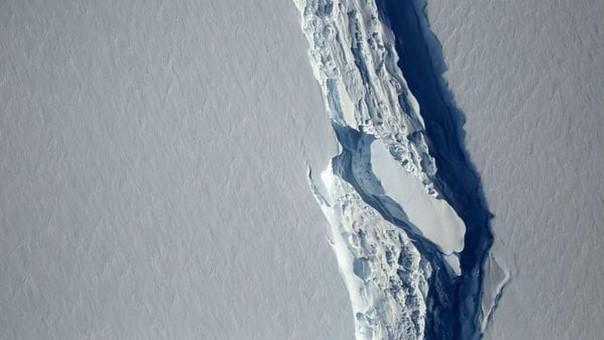 Imagen de la grieta que causó el desprendimiento del iceberg