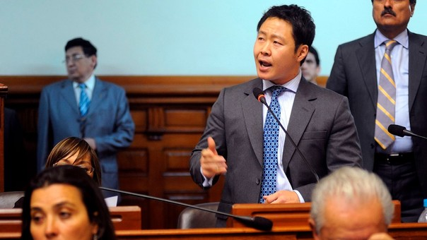 Kenji Fujimori es congresista desde el 2011. En las elecciones en las que él fue el congresista más votado, su hermano perdió en la segunda vuelta. Por estas derrotas, pidió una restructuración en su partido.