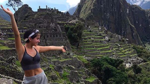 La protagonista de la película 'Transformers: el último caballero' está orgullosa de sus raíces peruanas.