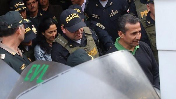 Ollanta Humala y Nadine Heredia el inicio de sus tralado a los penales donde están internados.