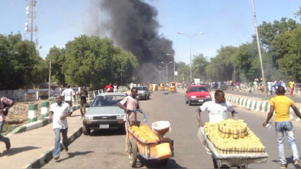 Una mujer detonó los explosivos cuando era revisada por agentes policiales.
