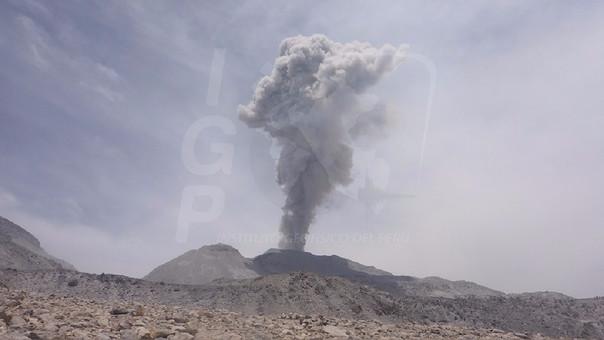 PERÚ: Volcán Sabancaya registra explosión y ceniza se dispersa en dirección norte